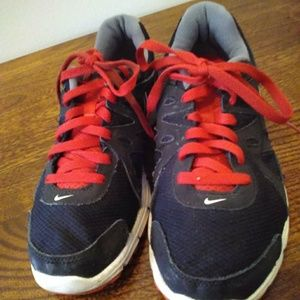 Women's Size 8 Nike Revolution 2 Shoes